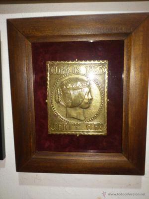 Antigua placa en bronce enmarcada del primer sello en
