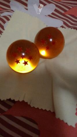 dos bolas de dragón de cristal grandes