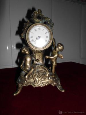 Reloj de carga manual en bronce con angelitos