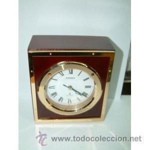Reloj de madera de sobremesa Citizen