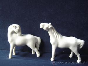 2 figuras de Caballos de porcelana Miniatura seguramente de