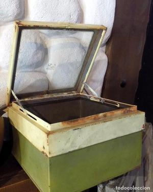 Antigua caja de galletas de metal de cristal inglesa.