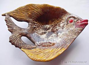 Antiguo plato-centro de mesa de ceramica esmaltada con forma
