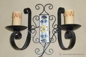 Aplique para pared de forja hierro y decoración cerámica