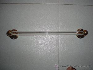 Bonita barra para toallas en vidrio y metal dorado