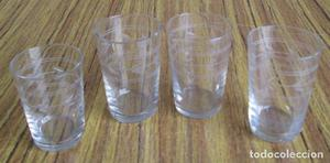 CUATRO VASOS De cristal con fino labrado Uno de ellos más
