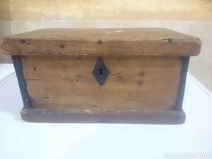 Caja o baul de madera