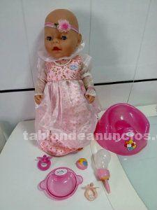 Muñeco baby born ojos mágicos con su lote.