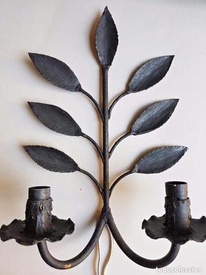 PAREJA DE LÁMPARAS APLIQUES de forja con diseño de hojas