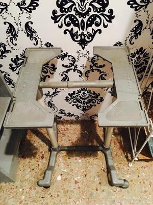 carro móvil para maquina escribir de la marca gazelle