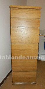 Mueble de madera con cajones en buen estado!