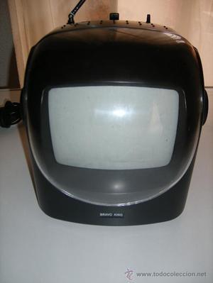 PEQUEÑA RADIO TELEVISIÓN PORTÁTIL. Funciona con pilas,