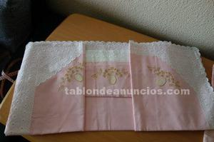 Sábana superior de color rosa para cama de 135 cm. Y funda
