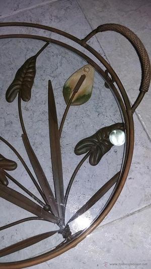 Originalísima bandeja de cristal y hojas de acero