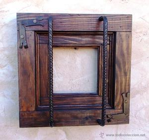 ventanuco rustico de madera con rejas forjadas, medida 35 x