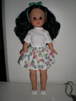 preciosa muñeca pepa morena negro azul azabache de vidal