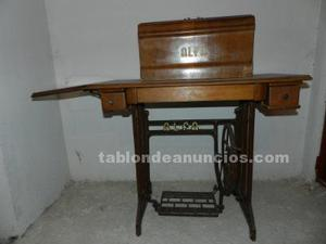 Armazón de máquina de coser antigua (alfa)