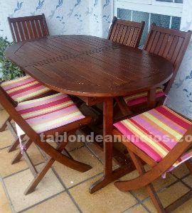 Mesa de terraza con seis sillas de madera