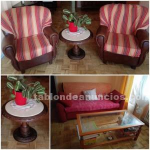 Sofá cama, dos sillones y dos mesas auxiliares