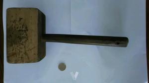 Antiguo mazo de madera artesanal