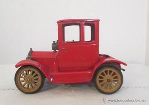 Antiguo coche de época modelo Ford, marca Consul Oldtimer