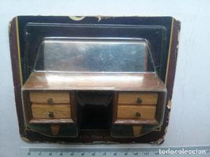mueble tocador de madera con espejo