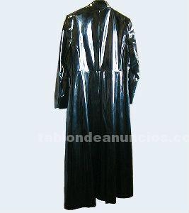 Abrigo gótico de mujer (90 €)