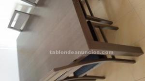 Se vende mesa de comedor y 4 sillas.