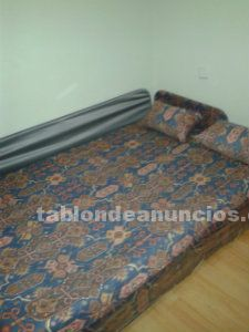 Sofá cama con dos cojines