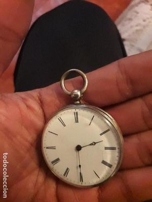 Reloj antiguo de bolsillo de plata labrada de llave dibujos