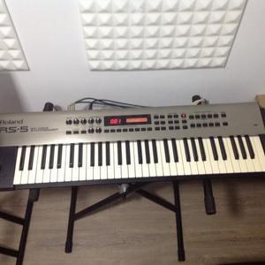 Sintetizador Roland Rs-5