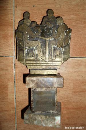 BARAJA ANTIGUA trofeo de bronce y marmol  GRAN PESO