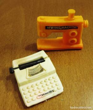 Lote de 2 gomas de borrar. Maquina de escribir y coser