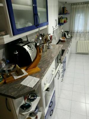 Muebles de cocina altos y escobero posot class for Muebles altos y bajos de cocina