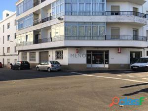 Local comercial en planta baja en Mahon, formando esquina