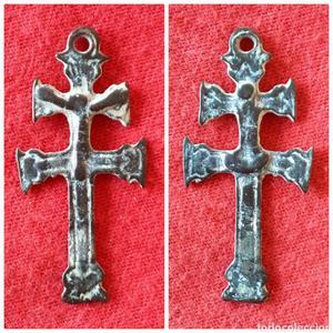 Medalla religiosa cruz arzobispal o patriarcal siglo XVI -