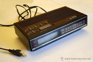 Reloj Despertador Radio Vintage SANYO. Buen estado.
