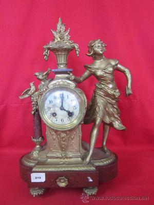 Reloj de sobremesa de principios de s. XX con motivo