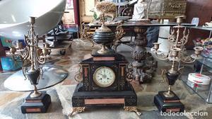 Reloj mármol negro con pareja de candelabros