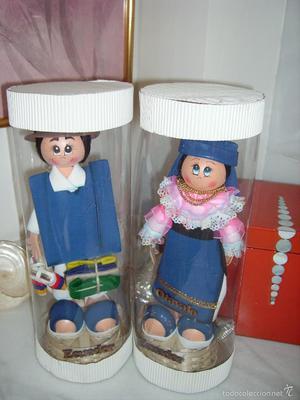 Antigua pareja de muñecos de ECUADOR. En su caja de origen.