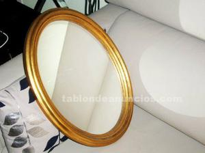 Antiguo espejo ovalado de madera