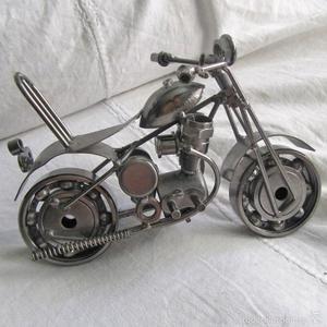 Moto de hierro con ruedas de rodamientos