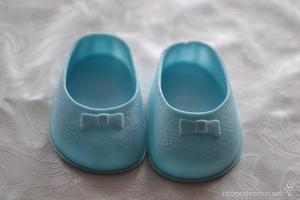 Zapatos azules con lacito, Nancy de Famosa