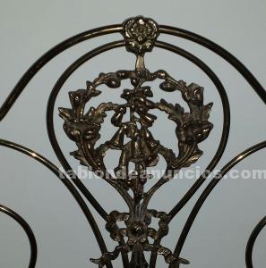 Cabecero antiguo de hierro forjado y bronce