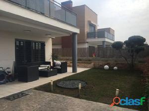 Espectacular y moderno pareado en residencial de zona de