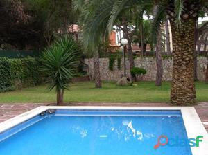 Fantastica casa independiente en zona residencial de Pineda.