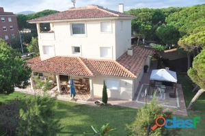 Impresionante casa individual en zona residencial de gava