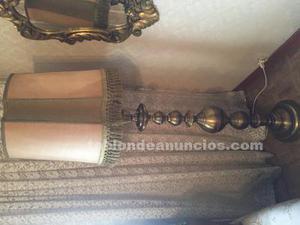 Lámpara de pie antigua en bronce y pergamino