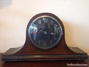 Reloj sobremesa de carga manual. Inglaterra.