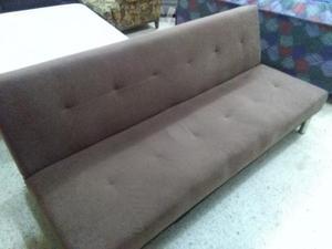 Sofa cama moderno en buen estado